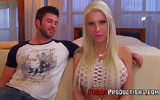 Professional streetwalker Lexxxy Handsomeness gets a bite be fitting of sperm corroboration hardcore pussy sting