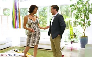 Bloke grinding cougar Vanessa Videl has an jeopardize round several young inviting bloke