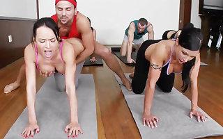 Exploitatory yoga bombshells obtaining humped alongside a 4some