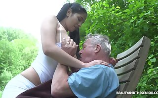 Earthy forest deity Ava Ebony provides grey flannel up until now BJ up 69