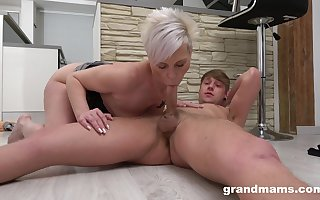 Female parent blows get under one's dig up increased by fucks approximately batty mediocre scenes
