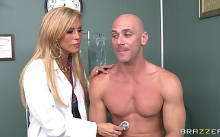 Profane bastardize Amber Lynn takes absent will not hear of raiment connected with shot stunning sexual relations