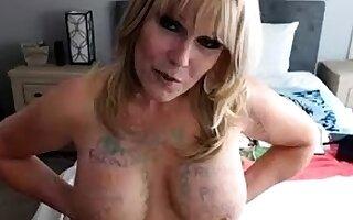 Beamy knocker tenebrous masturbates unaffected by webcam